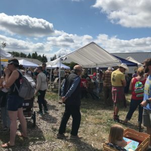 even-more-crowds-rocky-butte-farmers-market-portland-oregon