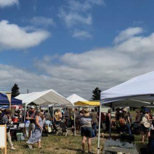 crowds-rocky-butte-farmers-market-portland-oregon
